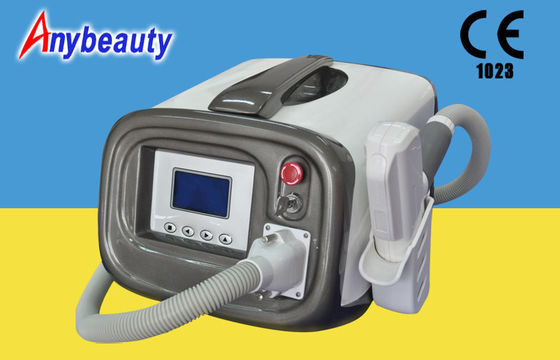 Chine Machine médicale portative de retrait de machine et de tache de rousseur de retrait de tatouage de laser de commutateur d'Anybeauty Q usine